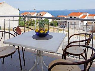 Perla 8 - Comfortable 2BR app•sea view•great location•parking•breakfast
