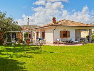 Villa Marta with garden in Fraginesi, Scopello