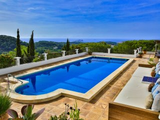 STUNNING VIEWS CHARMING VILLA GREAT LOCATION 5 BEDROOM POOL SW IBIZA