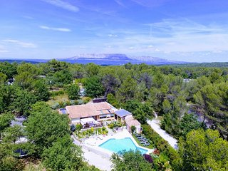 Aix en Provence, Villa 4 rooms, large heated pool, garden park 6300 m²