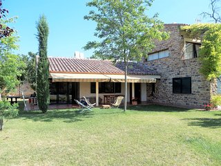 Casa Anna. Large house with private swimming pool, 15 mins to the Costa Brava be