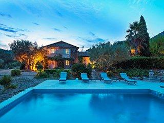 Magnifique Villa avec piscine située au calme. 5 chambres, proche griamud et mer
