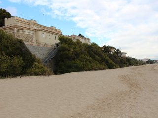 Fantástica casa en Roda de Bara, en primera línea de mar!