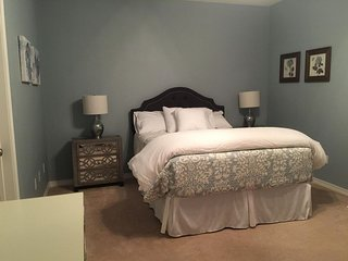 Book 2 get 1 night free! Beautiful condo 10 minutes from French Quarter