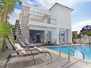 Cyprus Holiday Villa LUCIA Profile