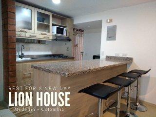 Lion House Medellin | hasta 9 Personas |Parqueadero