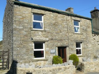 Stockdale, charming Dales cottage, Thwaite, sleeps 6, dogs welcome, free wifi