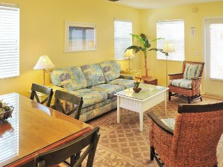 Dog-friendly condo w/private hot tub & shared pool - walk to Duval St!