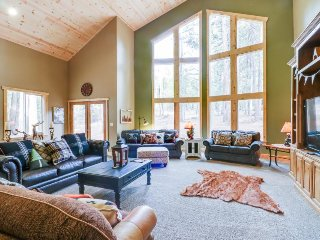 Large, secluded getaway in the woods with private hot tub, deck, and pool table