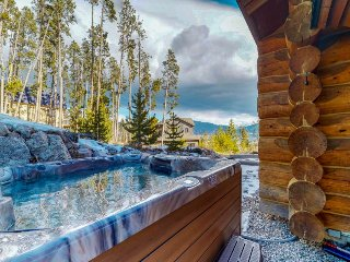 Mountainview cabin w/ private hot tub, game room, & fireplace
