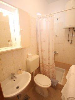 A6(4): bathroom with toilet