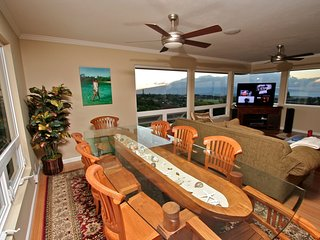Pookela Paradise 2- Walking Distance to Makawao Town, Panoramic Ocean Views!