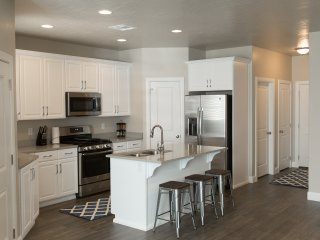 New Trendy Home with Free access to Utah State Parks and year round heated pool!
