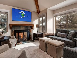 Remodeled alpine townhome with shared seasonal pool plus lift access.