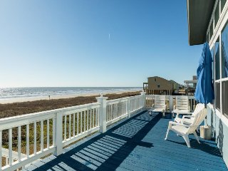 Roomy, oceanfront home on stilts - spectacular ocean views & near attractions!