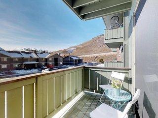 Cozy, sun-filled condo w/ shared pool & hot tub - near lake and ski resorts!