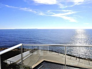 Villa in front of the sea in Cala Pi. Hydromassage shower- Private pool- 8 peopl