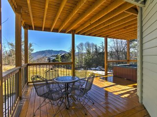 NEW! 'Mint Manor' 2BR Gatlinburg Home w/ Hot Tub!