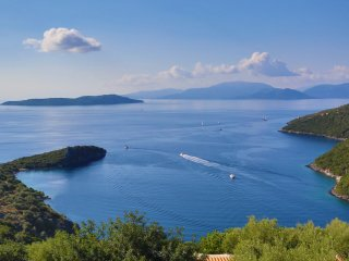VILLAS ATTIS - Spacious Luxury Villas Overviewing Ionian Sea and Sivota Bay