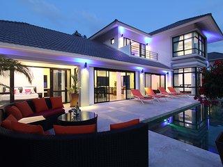 Magnificent Villa near Fisherman's Village