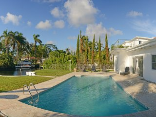 Luxury 4BD House with Pool in Miami Shores