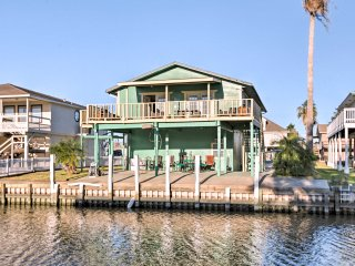 Lovely Waterfront Freeport Home w/ Dock Access!