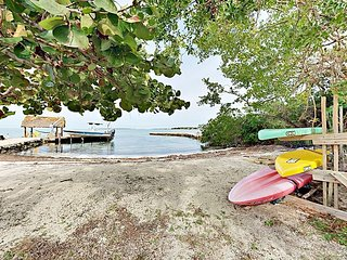 Waterfront 3BR w/ Private Beach & Dock - Near Epic Diving & Everglades