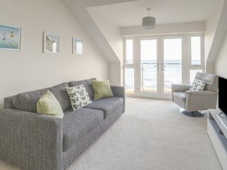 APARTMENT 39, open plan, views, local attractions, in Rhos-on-Sea, Ref. 971898