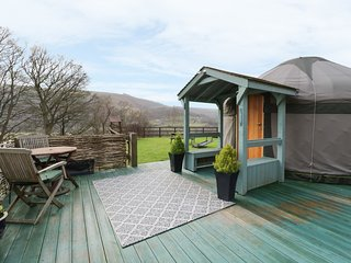 THE YURT, studio accommodation, incredible views, woodburning stove, Ref 969267