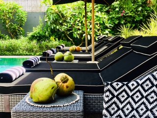 Luxe Pool Villa 4 brm Sleeps 8 - 5 MIN WALK TO SEMINYAK BEACH, SUPERB LOCATION