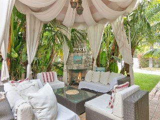 Enchanting 4BR w/ Fireplace, Outdoor Tub & Lush Yard—Walk to Butterfly Beach