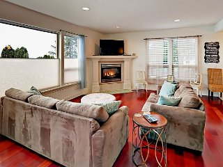 Sunset View Beach House - Brand-New 3BR, Half-Mile to Beach & Regatta Park
