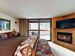 Pet-Friendly Ski-In Studio at Northstar w/ Rec Center – Walk to Village