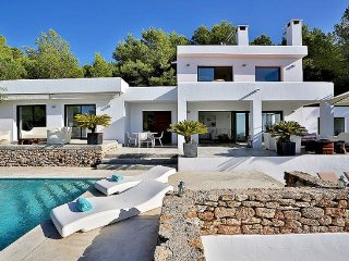Ibiza Town Villa Sleeps 8 with Pool Air Con and WiFi - 5313252