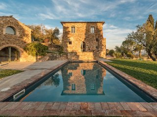 San Valentino di Villa Holiday Home Sleeps 10 with Pool Air Con and Free WiFi