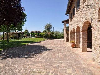 Torgiano Villa Sleeps 12 with Pool Air Con and WiFi - 5218417