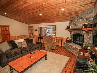 ~Crater Lake Inn~Furnished & Equipped Log Cabin~Amazing Sun Deck With BBQ~