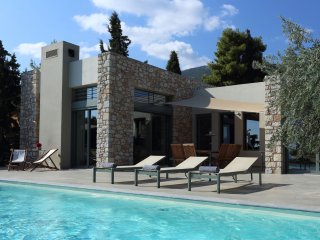 Luxury Villa Negroni, Peloponnese, with private pool and direct beach access