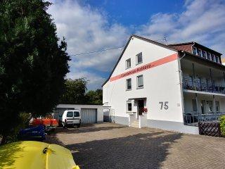Gastehaus-Koblenz , DACHGESCHOSS Wohnung fur max. 10 Personen