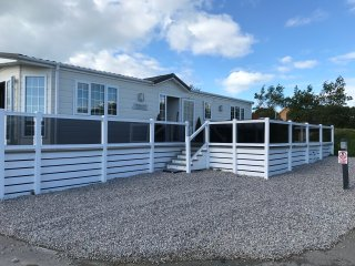 lewkabel lodge, a luxuray lodge situated 3min drive to widemouth bay.