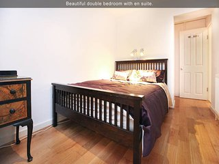 Fantastic Fulham Experience-2BR/2BT Garden Apartment