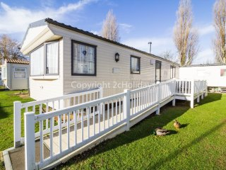 6 berth caravan at Manor Park Holiday Park. In Hunstanton, Norfolk. REF 23006A