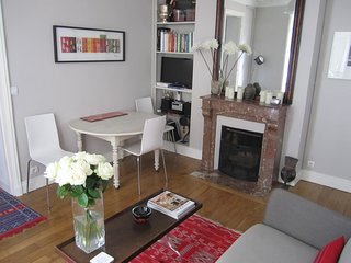 Charming Canal Saint Martin Apartment. Excellent Central Location, 2 Bedrooms.