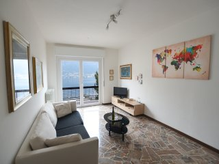 Casa Gigi Window on the Lake- 2 bedrooms apartment