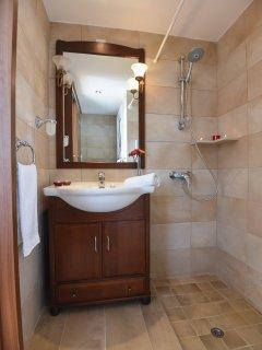 En-Suite Double Master Bedroom 1