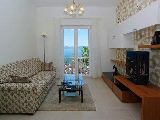 Riva Mare . Bright 1BR apt for 4★center★sea view balcony★breakfast June