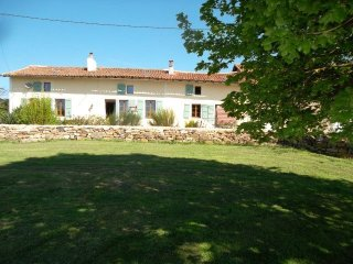 Montbron - Cottage, 15 mins from leisure lakes with beach, bar and restaurant