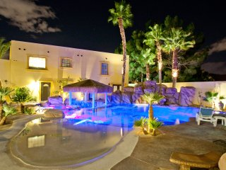 777RENTALS - The D&D - 2 Pools, Spa, 5 Kitchens, 2 Casitas, Like the Venetian