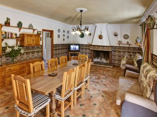 Casa la Fresneda Ubrique   precio fin de semana 6 per 285/8 per 350 /10 per 400€