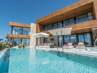 Villa Valeria - Brand New Villa with Private Club next to Nobu